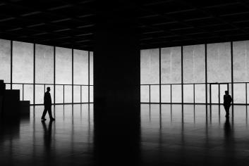 """Neue Nationalgalerie Berlin, Sonderausstellung Imi Knoebel """"Zu Hilfe, zu Hilfe"""" 2009 (© K. Vogt)"""